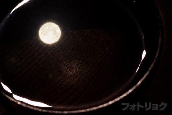 お椀に写る満月