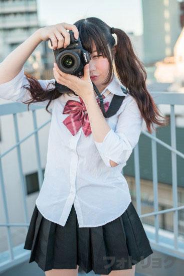 カメラを構えるモデルさん