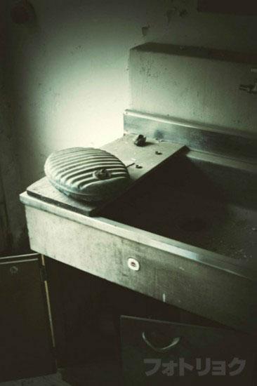 廃墟洗面台