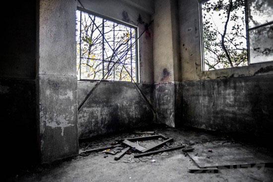 ロープウェイ廃墟の中