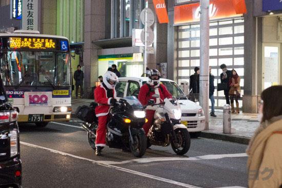 信号待ちサンタバイク