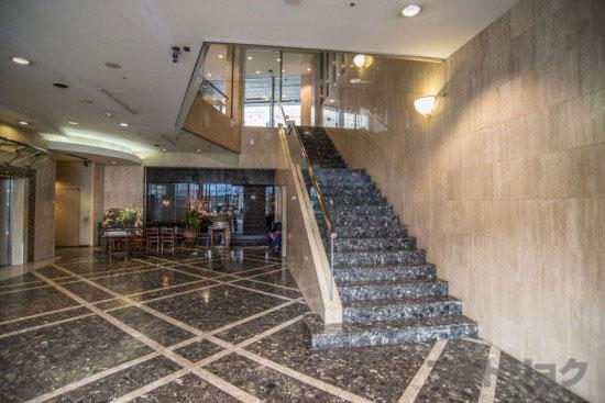 ミクロコスモスビル階段