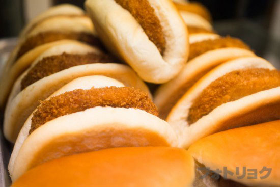 パンのオオムラのコロッケパン陳列