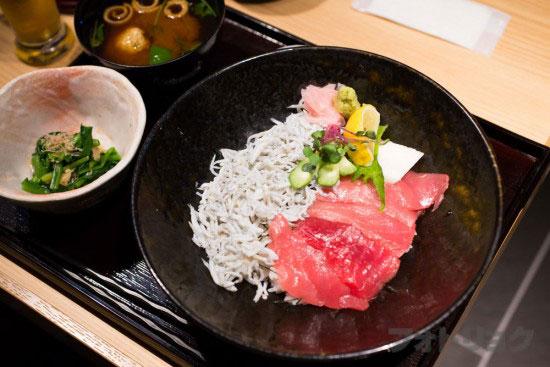 近畿大学水産研究所の近大マグロとわかしらすの紀州丼