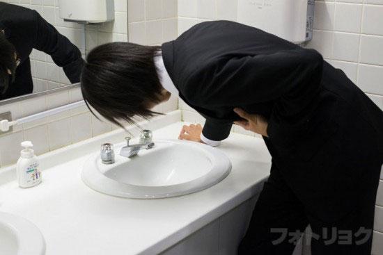 胃酸過多で洗面台で困ってる人