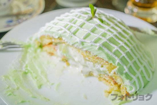 銀座ブリッヂのメロンパンケーキを切ったところ